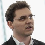 """Victor Negrescu: """"Voi demara un proiect împreună cu Parlamentul național pentru a ajuta românii să se întoarcă în țară"""""""