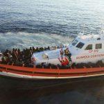 Poliţiştii români de frontieră au salvat peste 100 de migranţi în Meditarana