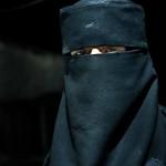 PROTEST în Bosnia-Herţegovina faţă de interdicţia de a purta vălul islamic: Aproximativ 2.000 de femei au ieşit în stradă