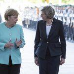 Theresa May i-a transmis Angelei Merkel că este gata să înceapă negocierile privind Brexit-ul