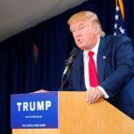 Președintele Donald Trump îi îndeamnă pe soldații americani să tragă asupra migranților care încearcă să intre ilegal în SUA dacă aceștia aruncă cu pietre