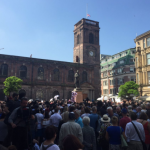 Mii de britanici au păstrat un minut de reculegere în memoria victimelor atentatului de la Manchester