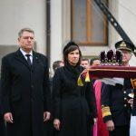 Președintele Klaus Iohannis, impresionat de mulţimea de oameni care s-a alăturat cortegiului funerar al Regelui Mihai: O autentică expresie a iubirii față de Rege
