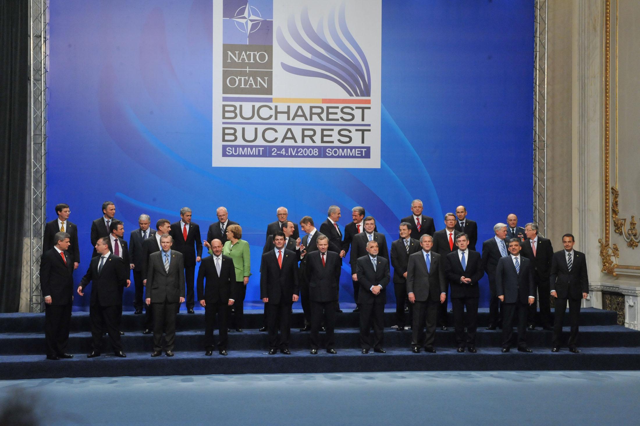 Astăzi se împlinesc zece ani de la summitul NATO de la București, cel mai  mare eveniment de politică externă organizat de România - caleaeuropeana.ro