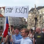 """Manifestații de amploare în Cehia împotriva participării comuniștilor la putere. Pe pancartele protestatarilor se putea citi """"Opriţi ideologia comunistă!"""""""