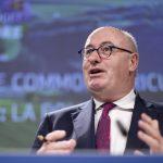 Comisarul european pentru Agricultură Phil Hogan: 10 milioane de euro vor fi alocaţi în 2019 pentru găsirea unui vaccin împotriva pestei porcine. Pe termen scurt, trebuie să oprim răspândirea bolii în România